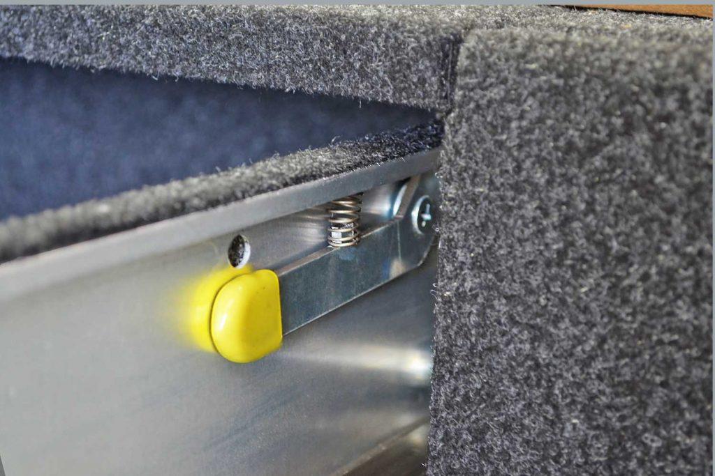 RVSS auto lock out latch